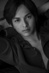 吉田仁人Ver.=『M!LK ファッション BOOK(仮)』Loppi・HMV 限定版ソロカバー