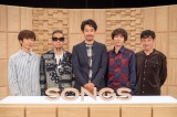NHK『SONGS』に出演するスピッツと番組責任者の大泉洋(中央)(C)NHK