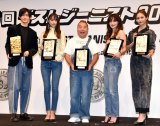 第36回『ベストジーニスト2019』に授賞式に出席した(左から)中島裕翔、山本美月、出川哲朗、長谷川京子、楓 (C)ORICON NewS inc.