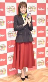 川口春奈、受付嬢ファッション披露