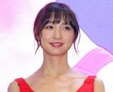 篠田麻里子パンダ姿で太ももチラリ (19年10月17日)