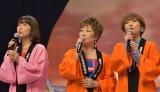 本公演のテーマソングで唱歌「ふるさと」を合唱する出演者 (C)oricon ME inc.