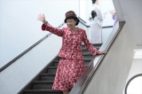 戦後、女性のファッションの変化に目をつけ、下着のデザインをはじめる(C)NHK