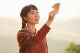 連続テレビ小説『スカーレット』第2週より。信楽を離れ、大阪で働くことになった川原喜美子(戸田恵梨香)(C)NHK