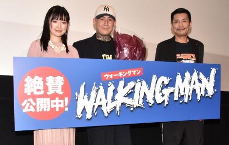 映画『WALKING MAN』公開記念舞台あいさつに出席した(左から)優希美青、ANARCHY監督、Zeebra