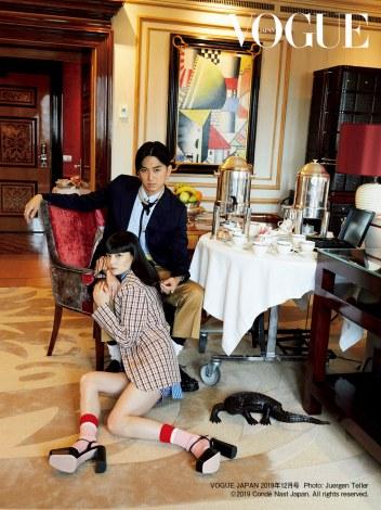 ファッション誌『VOGUE JAPAN』に登場した松田翔太&秋元梢夫妻  Photo:Juergen Teller (C) 2019 Conde Nast Japan. All rights reserved.