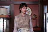 連続テレビ小説『スカーレット』第3週・第15回より。大久保にここで働かせて欲しいとお願いをする喜美子(C)NHK