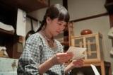 連続テレビ小説『スカーレット』第3週・第16回より。熊谷照子(大島優子)からの手紙を読む川原喜美子(C)NHK