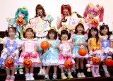 子どもたちから質問攻めにあった(中央左から)小原好美、成瀬瑛美(C)ORICON NewS inc.