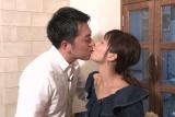 TBS『爆報!THE フライデー』で離婚から再婚までの真相を激白する河中あい(右)(C)TBS