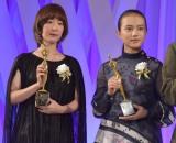 『東京ドラマアウォード2019』授賞式に出席した(左から)黒木華、清原果耶 (C)ORICON NewS inc.
