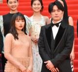 『第32回東京国際映画祭』レッドカーペットに登場した(左から)桜井日奈子、間宮祥太朗 (C)ORICON NewS inc.