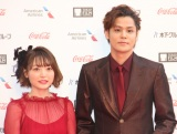 『第32回東京国際映画祭』のレッドカーペットに登場した(左から)花澤香菜、宮野真守 (C)ORICON NewS inc.