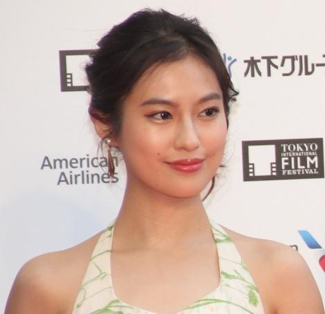 『第32回東京国際映画祭』レッドカーペットに登場した恒松祐里 (C)ORICON NewS inc.