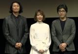 舞台あいさつに登場した(左から)冲方丁氏、花澤香菜、木崎文智監督 (C)ORICON NewS inc.