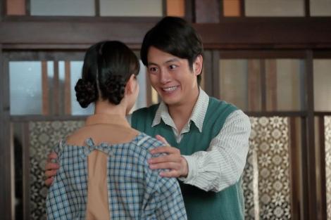 連続テレビ小説『スカーレット』第5週・第26回。あき子が訪ねてきて、喜美子に感謝する圭介(溝端淳平)(C)NHK