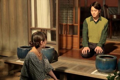 連続テレビ小説『スカーレット』第5週・第27回。荒木荘を出ることを喜美子に告げる圭介(溝端淳平)(C)NHK