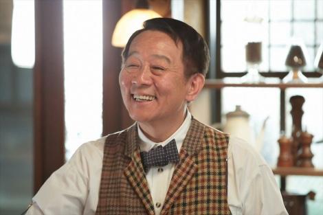 連続テレビ小説『スカーレット』第5週・第29回。「さえずり」のマスター(オール阪神)(C)NHK
