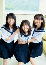 『週刊プレイボーイ』46号の表紙を飾った『青春高校3年C組』(左から)持田優奈、頓知気さきな、日比野芽奈(C)HIROKAZU/週刊プレイボーイ