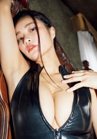 『週刊プレイボーイ』46号に登場した椿原愛(C)永田拓也/週刊プレイボーイ