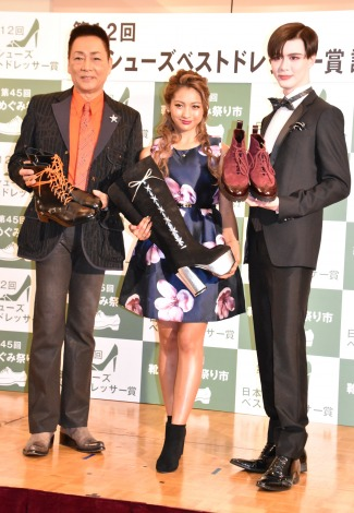 『第12回 日本シューズベストドレッサー賞』授賞式に出席した(左から)錦野旦、ゆきぽよ、Matt (C)ORICON NewS inc.
