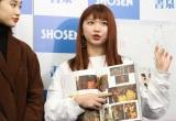 ドキュメンタリーフォトブック『アンジュルムと書いて、青春と読む。』発売記念イベントに出席した竹内朱莉