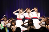 『STU48 全国ツアー2019 〜船で行くわけではありません〜』初日にハーフツインで登場した岡田奈々(中央)(C)STU