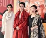 舞台『カリギュラ』公開フォトコールに参加した(左から)高杉真宙、菅田将暉、秋山菜津子 (C)ORICON NewS inc.