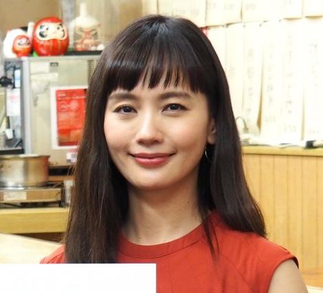 37歳で連ドラ初主演を務める中村ゆり=連続ドラマ『今夜はコの字で』制作発表会見 (C)ORICON NewS inc.