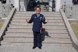 連続テレビ小説『スカーレット』「さえずり」のマスター役オール阪神が一日刑務所長に(C)NHK