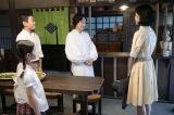 NHK総合・土曜ドラマ『少年寅次郎』第4話(11月9日放送)より。中学生になった寅次郎の担任教師、坪内散歩先生の娘・夏子(右:井頭愛海)に寅次郎はもちろん… (C)NHK