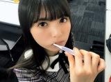 歯磨きをしながらカメラを見つめる齋藤飛鳥(撮影/大園桃子)