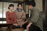 連続テレビ小説『スカーレット』第6週・第31回より。常治に学校には行くなと言われショックを受ける喜美子(C)NHK