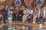 11月14日放送『ダウンタウンDX』に初登場するBEYOOOOONDSの山崎夢羽(右から3人目)と高瀬くるみ(同2人目)(C)読売テレビ