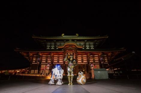 『スター・ウォーズ/スカイウォーカーの夜明け』成功祈願に登場した(左から)R2-D2、C-3PO、BB-8