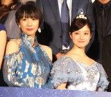 映画『午前0時、キスしに来てよ』の完成披露舞台あいさつに登場した(左から)酒井若菜、橋本環奈 (C)ORICON NewS inc.