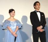 映画『午前0時、キスしに来てよ』の完成披露舞台あいさつに登場した(左から)橋本環奈、片寄涼太 (C)ORICON NewS inc.