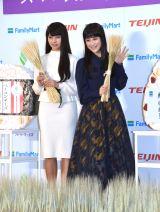 ファミリーマートの『スーパー大麦「美味しく腸活!」イベント』にゲストとして参加した(左から)ゆきぽよ、鈴木奈々 (C)ORICON NewS inc.