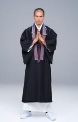 TBS1月スタート金曜ドラマ『病室で念仏を唱えないでください』より僧侶姿の伊藤英明(C)TBS