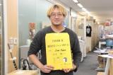 ちょうど尾田栄一郎氏が仕上げた原稿を持ち帰ってきた原作担当編集者が写真撮影に応じてくれた(撮影:長谷部英明) (C)ORICON NewS inc.