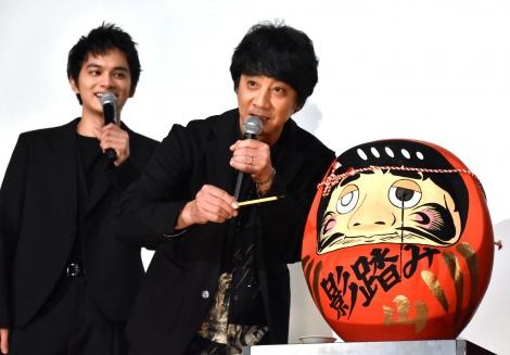 (左から)北村匠海、山崎まさよし=映画『影踏み』公開記念舞台あいさつ (C)ORICON NewS inc.