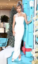 真っ白なドレスで抜群のスタイルを見せたローラ (C)ORICON NewS inc.