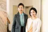 金曜8時のドラマ『特命刑事 カクホの女2』第5話(11月22日放送)に主題歌歌手の城南海(右)がスペシャルゲストとして出演。主演の名取裕子(左)と2ショット(C)テレビ東京