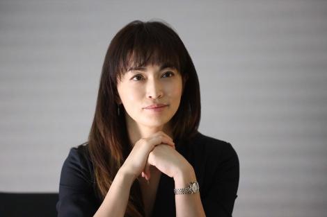 『シャーロック』第8話に出演する長谷川京子(C)フジテレビ