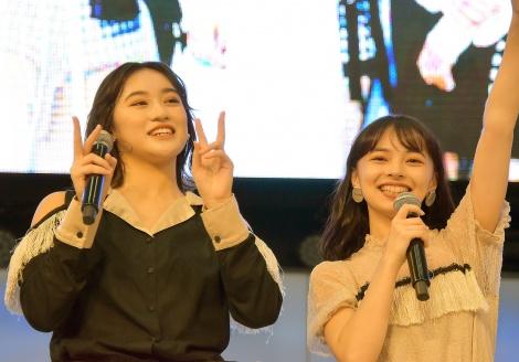 27枚目シングル「私を創るのは私/全然起き上がれないSUNDAY」のリリース記念イベントを開催したアンジュルム(左から)佐々木莉佳子、上國料萌衣 (C)ORICON NewS inc.
