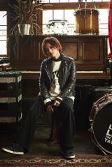 小林武史プロデュースの新曲「追憶の光」をリリースした山本彩