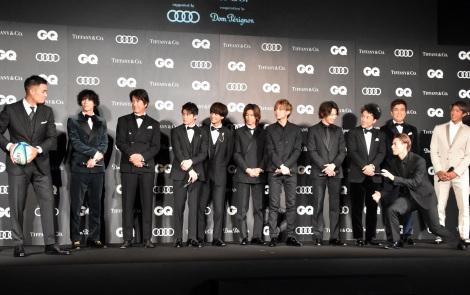 田村優選手からラグビーボールを直々にパスをもらう平野紫耀=『GQ MEN OF THE YEAR 2019』授賞式 (C)ORICON NewS inc.