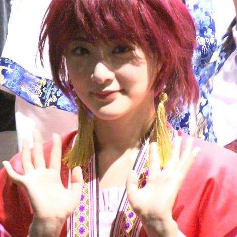 主人公・ヨナの衣装でフォトセッションに臨む生駒里奈 (C)ORICON NewS inc.
