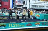 デビュー7周年&ニューアルバム発売記念イベントを大阪・道頓堀で開催したGENERATIONS