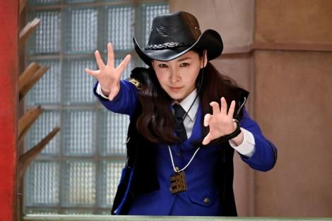 金曜ナイトドラマ『時効警察はじめました』第6話(11月22日放送)三日月しずか(麻生久美子)(C)テレビ朝日